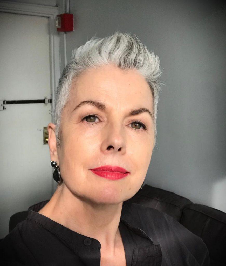 verschiedene-graue-kurze-Haare-fur-alte-Frauen