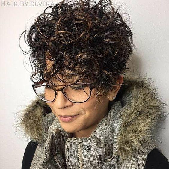 Kurze lockige Frisuren