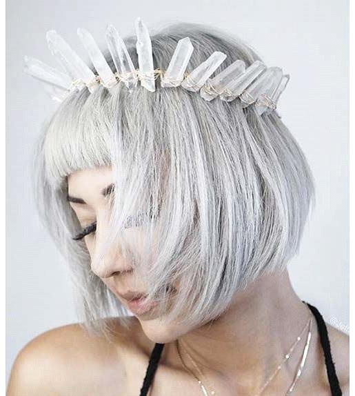 Ash-Platinum-Short-Bob-Haar-Modell