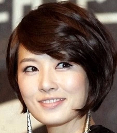 Frauen-mittleren-Alters-kurze-Frisur