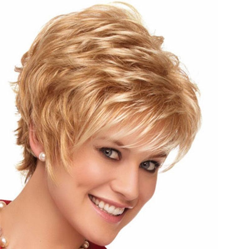 Kindliche-kurze-Haare-zeigen