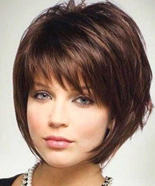Mehrschichtiger-flaumiger-Haarschnitt